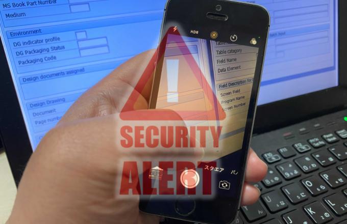 セキュリティ対策をどんなにしても、アナログなリスクには脆弱です。どんなに対策しても対応が困難なPC画面のカメラ撮影によるリスク。